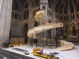 Die ETH Lausanne hat für die Aufführung von Nabucco in Lausannes Kathedrale eine spezielle Holztechnik entwickelt.