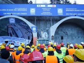 Durchstich am Südportal auf der italienischen Seite des Brennerasistunnels in Franzensfeste/Südtirol.