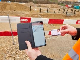 Autorisierte Kontrollbehörden können via Badge in der App die hinterlegten Dokumente direkt auf der Baustelle prüfen.