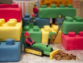 Cake aus Legosteinen_Austin Kirk