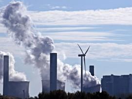 Erneuerbare Energien versus fossile Energie (Symbolbild)
