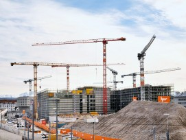 Kranballett vor Alpenkulisse: Der Neubau des Zürcher Polizei- und Justizzentrums schreitet planmässig voran. Das Projekt, zusammen mit den gebundenen Ausgaben rund 690 Millionen Franken teuer, kann ab 2021 bezogen werden.