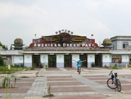 Eingang zum «American Dream Park» in Jiading.