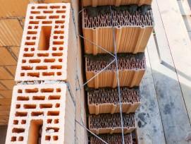 Das rein mineralische Kismur-Fassadensystem besteht auszwei kombinierten diffusionsoffenen Schalen aus Backsteinen.
