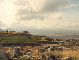 Die Ausgrabungsstätte auf dem Monte Iato.