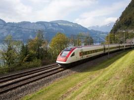 Intercity auf der Gotthardstrecke.
