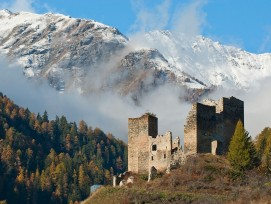 Die Ruine der Burg Tschanüff westlich des Dorfes Ramosch im Unterengadin (Symbolbild).