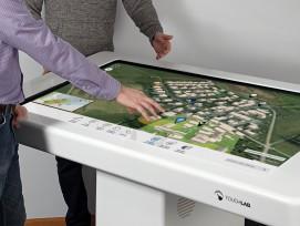 Multi-Touch-Tisch mit realitätsgetreuen Visualisierungen