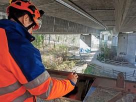 Eindrücklich: Dank des Brücken- untersichtsgeräts eröffnen  sich ganz neue Blickwinkel auf die Aarebrücke bei Bad Schinznach.