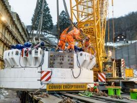 Die Montage der Tunnelbohrmaschine beim Bözbergtunnel führte zu einigen logistischen Herausforderungen.