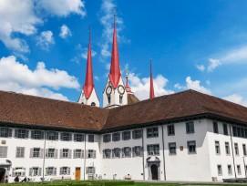 Kloster Muri mit Singisenflügel,in dem die Ausstellungenuntergebracht sind.