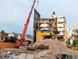 Die bauliche Verdichtung mit mehr Wohnungen auf gleicher Fläche führt auch zu einer Erneuerung des Gebäudebestands (Bild: Wehntalerstrasse Zürich).