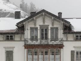 Weisse Villa in Mulegns, Detail.