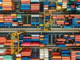 Die Frage nach der Nachhaltigkeit gewinnt im Beschaffungswesen an Bedeutung. (Im Bild: Container-Lager aus der Vogelperspektive.)