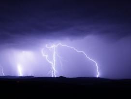 Blitzeinschlag Symbolbild