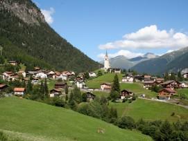 Das Dorf Schmitten im Albulatal