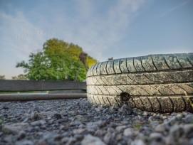 Reifen auf Asphalt (Symbolbild)