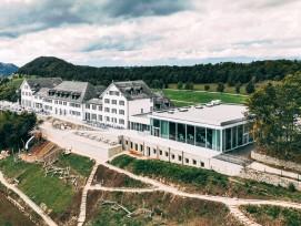 Stimmiges Ensemble: Kurhaus aus dem 19. Jahrhundert trifft auf moderne Architektur