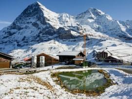 Baustelle oberhalb der Kleinen Scheidegg im Berner Oberland mit Blick auf die Eigernordwand und den Mönch.