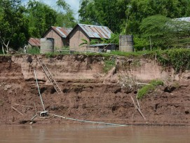 Häuser am Mekong in Kambodscha.