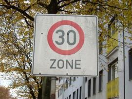 Auch temporäre Tempo-30-Zonen werden in Basel künftig möglich sein. (Bild: PIKSL Labor/pixelio.de)