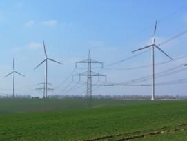 Die anstehenden Investitionen im Stromnetz werden teuer – nicht zuletzt wegen dem künftig vermehrt dezentral produzierten, erneuerbaren Strom. (Bild: Lutz Stallknecht/pixelio.de)
