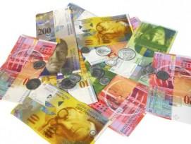 Obwohl sich das finanzielle Polster zurückbildet, senkten viele Zürcher die Gemeinden die Steuern. (Bild: Kurt Michel/pixelio.de)
