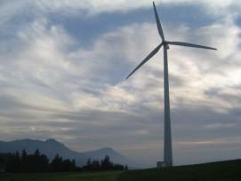 Dunkle Wolken ziehen vorbei: Auf dem aargauischen Heitersberg wird Windenergie, im Gegensatz zum Entlebuch (Bild), vorderhand nicht genutzt werden. (Bild: Eole Suisse)