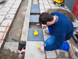In Toulouse installiert: Bodenplatten, welche Bewegungsenergie in Strom umwandeln.