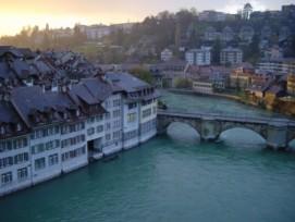 Immer wieder tritt die Aare in der Stadt Bern über die Ufer, wie hier im Jahr 2006. (Bild: Volker Innig /pixelio.de)