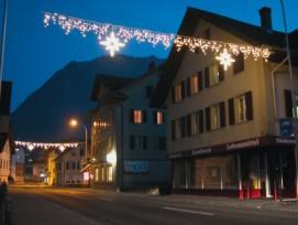 «Ice Light» mit Motiv «Swiss Star»: Das Zentrum von Buochs erstrahlt in festlichem Glanz.