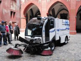 Kehrmaschine im Basler Rathaus.