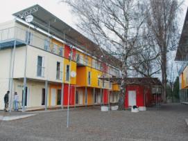 Container-City: Eine temporäre Wohnsiedlung an der Aargauerstrasse in Zürich (Bild: Michael Hunziker)