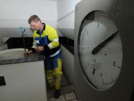 Wartungsarbeiten in einem Reservoir der Wasserwerke Zug (Bild: Michael Staub).