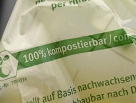 Ohne klare Deklaration nicht als solche zu erkennen: Kompostierbare Biokunststoffsäcke.