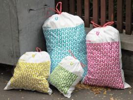 Für den Design Preis Schweiz nominiert: Das Stadt-Monogramm von Rapperswil-Jona, hier auf Abfallsäcken.