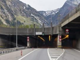 Laut Avenir Suisse prädestiniert für Tunnelgebühren: Der Gotthard-Strassentunnel.