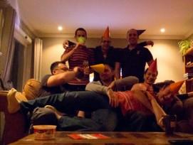 Grund zum Feiern: Mieter von städtischen Wohnungen in Bern können sich 2014 über tiefere Mietzinse freuen.