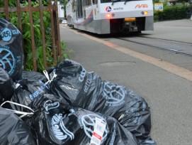 Die Einwohner von Oberentfelden AG produzierten bis Ende 2012 doppelt so viel Abfall wie ihre Nachbarn in den umliegenden Gemeinden (Bild). Seit 1.1.2013 gilt nun auch dort die Sackgebühr.