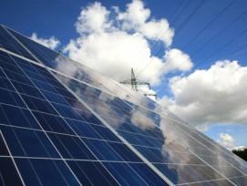 «Ziel der Energiewende sei der effizienteste Einsatz erneuerbarer Energien und nicht die Subvention der Photovoltaikanlagen auf den Dächern von Einfamilienhausbesitzern.»: Der Think-Tank Avenir Suisse will die KEV durch Quoten ersetzen.