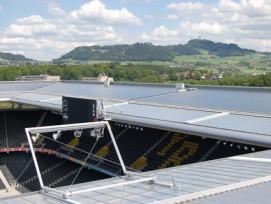 Die Stadt Bern macht ernst mit der Energiewende: Bei der Stromversorgung wird ein Anteil von 80 Prozent an erneuerbaren Energieträgern angestrebt, wie hier mit der Solaranlage auf dem Stade de Suisse.