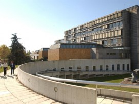 Die Masseneinwanderungsinitiative zeigt ihre Folgen: An den Westschweizer Universitäten (im Bild: Campus Internef der Uni Lausanne) sinken die Studentenzahlen.