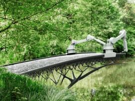 3D-druckender Roboter baut eine Brücke