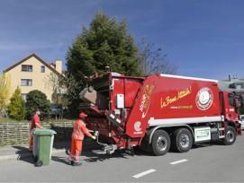 Tür zu Tür Sammlung von Bioabfällen mit biogasbetriebenem Lastwagen in der Gemeinde Renens