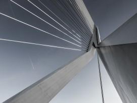 Hängebrücke aus Stahl und Beton