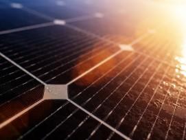 Solarzellen im Sonnenlicht (Symbolbild)