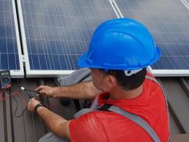 Montage von Solarpanels.