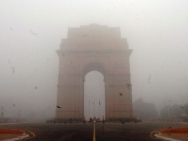 Gate of India (Dehli) im Smog.