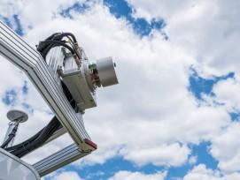 Messfahrzeug mit eingehaustem 3D-Laserscanner