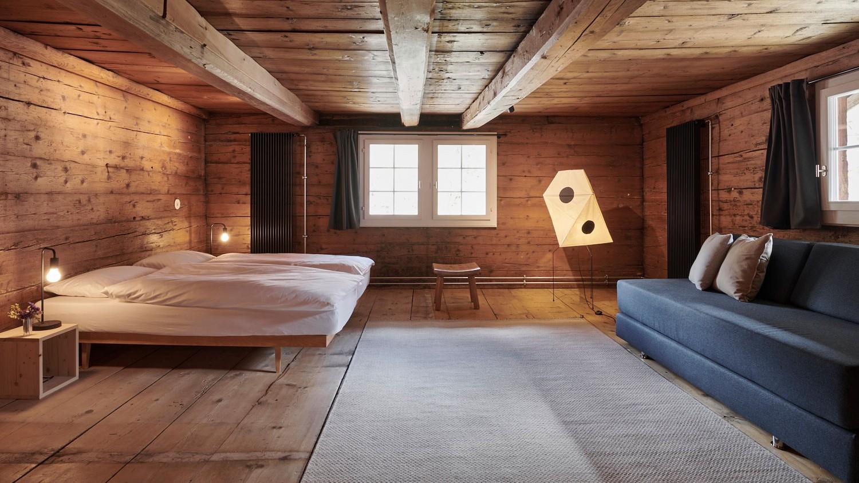 Schlafzimmer im Grosshaus, Elm, Stiftung Ferien im Baudenkmal